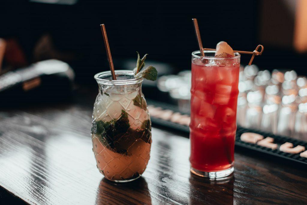 Cocktails drinken in Paris
