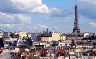 Eiffelturm über den Dächern von Paris