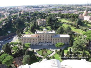 usblick-petersdom-auf-vatikanische-gaerten-rom