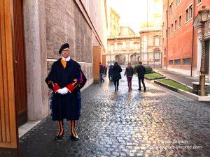 Schweizer Garde am Eingang zur Papstaudienz
