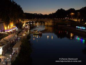 Fest auf der Tiberinsel in Rom im Sommer