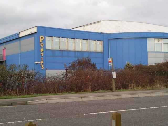 """A blue building with """"Pontins"""" on it"""