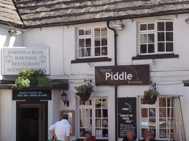 The White Swan pub, Swanage. A sign on the front proudly proclaims that it belongs to the Dorset Piddle Brewery.