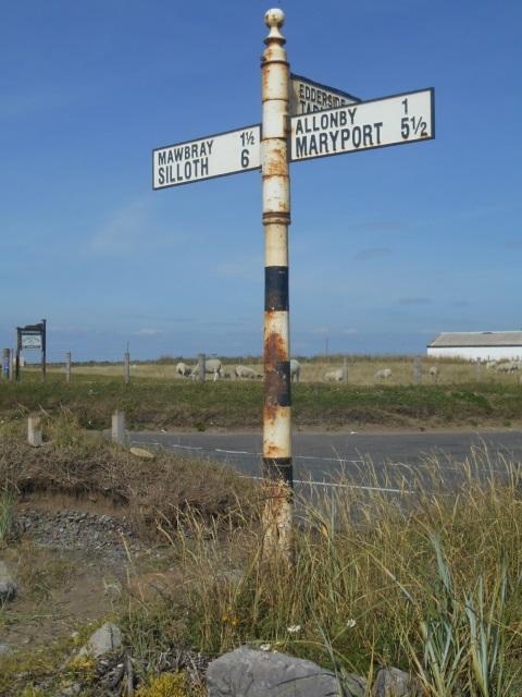 Fingerpost near Oldkiln Farm