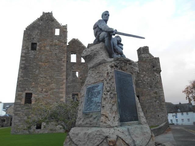 Maclellan's Castle and Kirkcudbright War Memorial