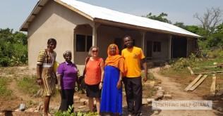 School in aanbouw, Rose en de bezoekers voor het nieuwe gebouw
