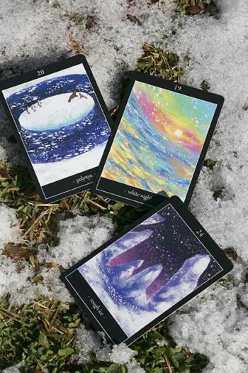 雪とタロットカード3