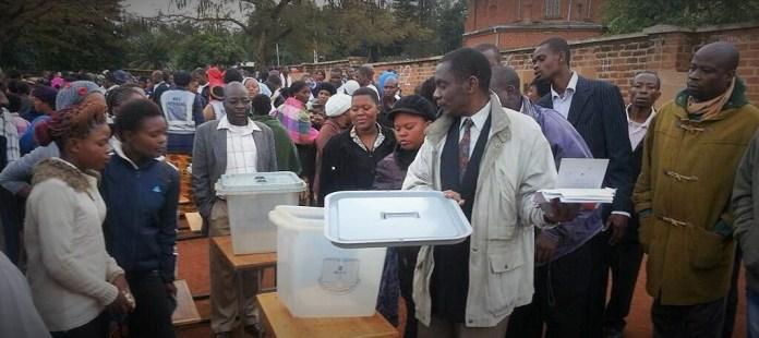 Vérification des urnes devant servir aux élections générales de ce mardi 21 mai 2019 © Malawi 24
