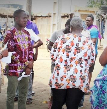 Les jeunes candidats de la liste C14 au contact des populations à travers un porte-à-porte pour les municipales. Lomé le 26 juin 2019 © Alphone Logo / HA