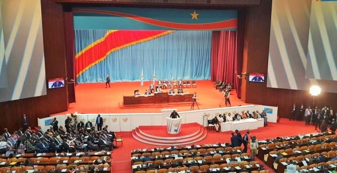 Le premier ministre congolais devant les députés © rfi.fr