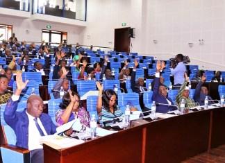 Les députés togolais lors de l'adoption de la loi portant code électoral ce 5 novembre 2019 © Alphonse L. / HA