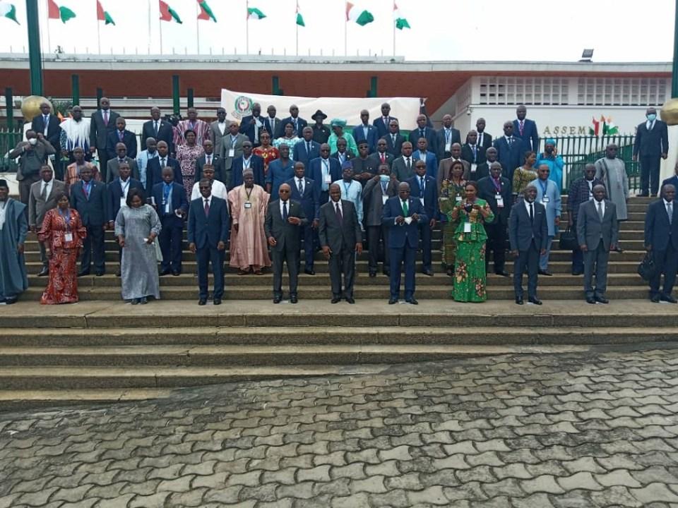 Les parlementaires de la CEDEAO, membres de la commission énergie, mine et industrie à la fin de la cérémonie d'ouverture des travaux © Agence Nigérienne de Presse (ANP)