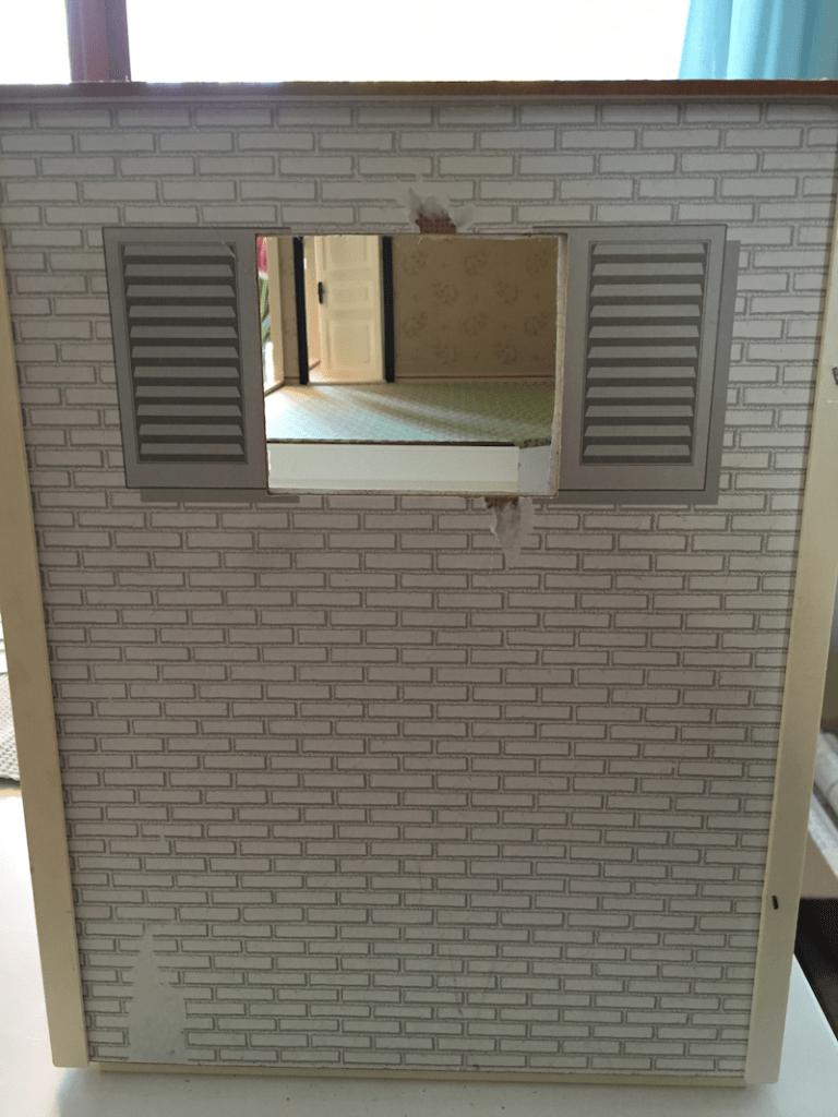 slitna väggar lundby dockskåp-utsida