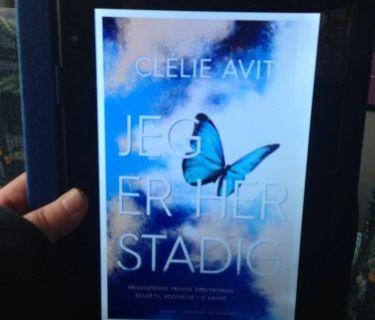 Jeg er her stadig af Clélie Avit boganmeldelse Jensens bogblog