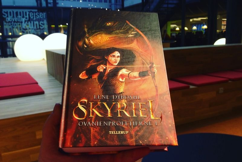 """""""Skyriel"""" (Ovanienprofetierne #1) af Lene Dybdahl - boganmeldelse - Bogfinkens bogblog"""