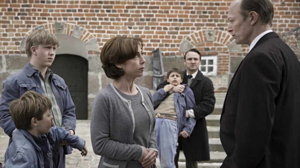"""""""Der kommer en dag"""" (miniserie på TV2) - Drengen fra Godhavn - Bogfinkens bogblog"""