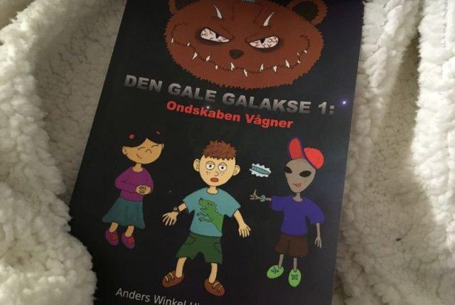 """""""Ondskaben Vågner: Den Gale Galakse 1"""" af Anders Winkel Hjelm Nielsen - Bogfinkens bogblog"""