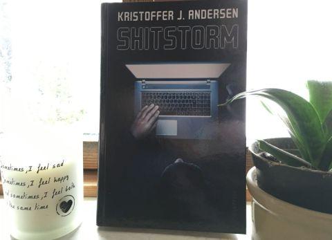 Shitstorm af Kristoffer J. Andersen - Bogfinkens bogblog