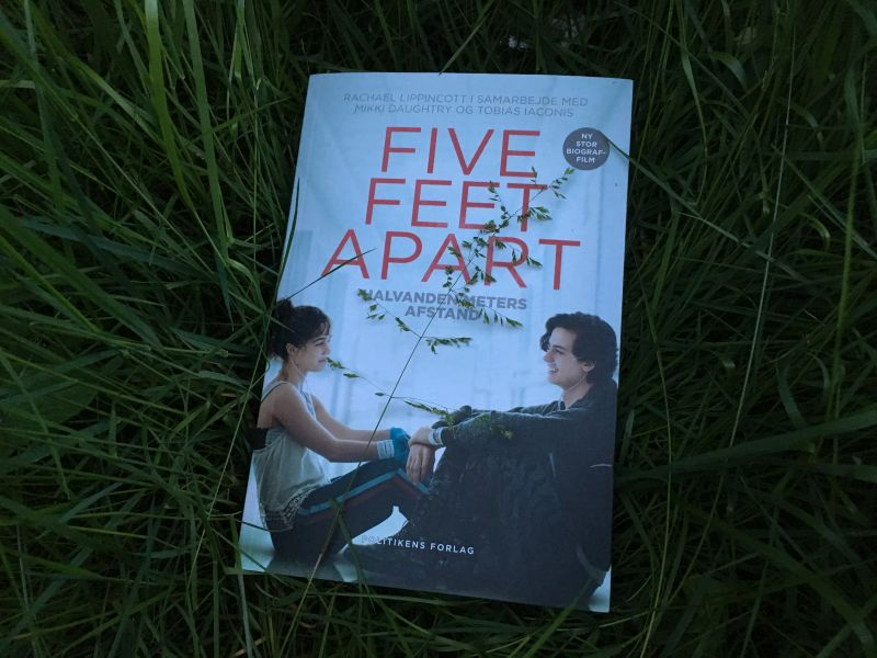 Five feet apart af Rachael Lippincott, Mikki Daughtry og Tobias Iaconis - Bogfinkens bogblog