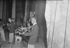 Unidentified musical group inside club, circa 1951. Paul Henderson, HEN.00.A1-009.