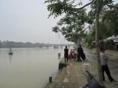 Suasana galau sepanjang sungai