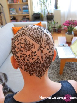 Moroccan motifs in this henna crown