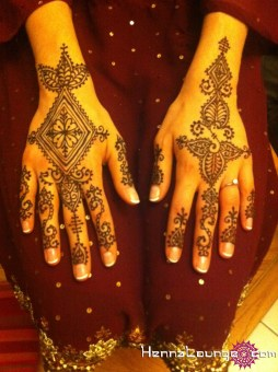 Delicate Moroccan patterns for a bride