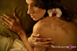 Sexy honeymoon henna. Photo Bijou Images