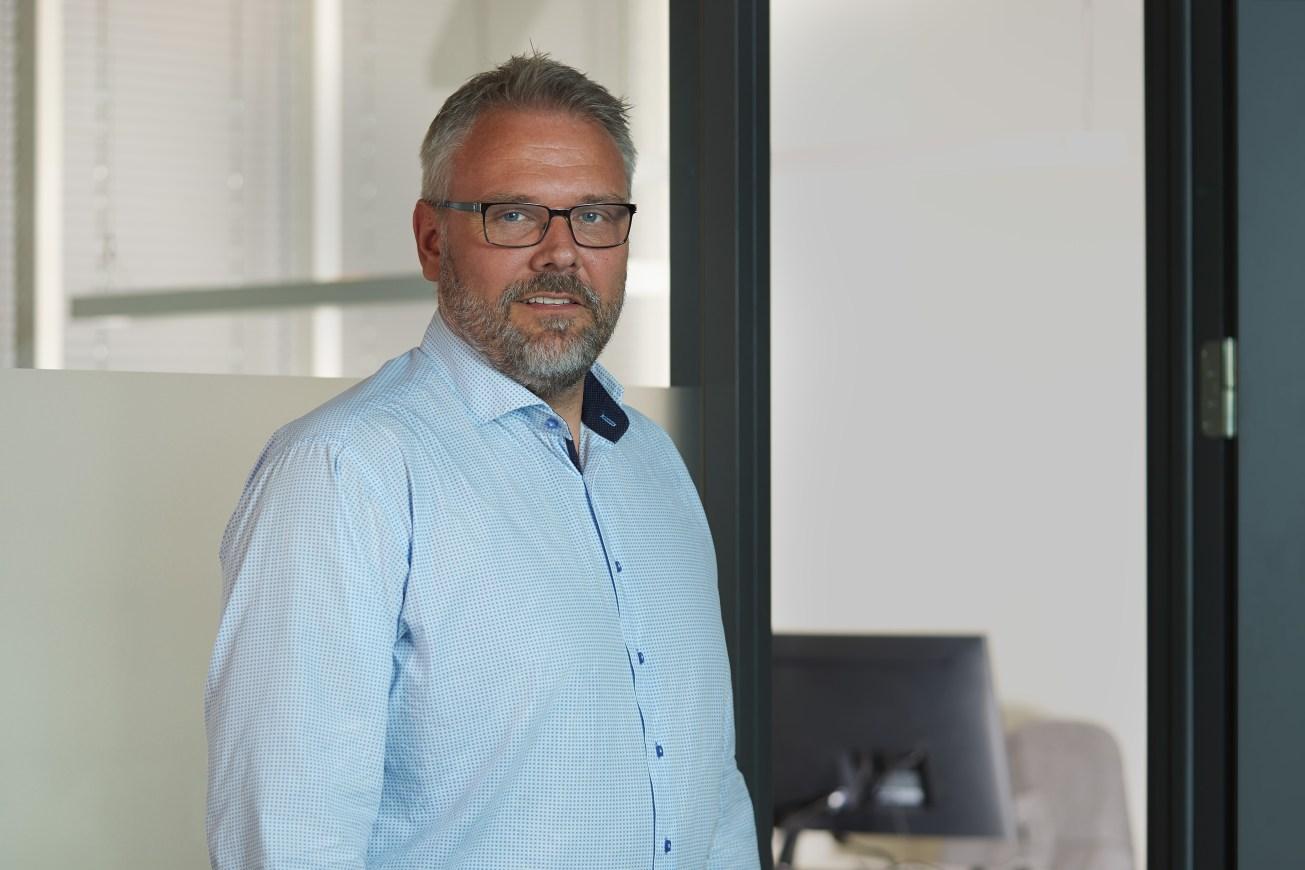 portrett og profilbilder Head shot taken in an office setting