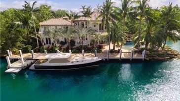 Luxury Waterfront Homes In Florida With A Yacht