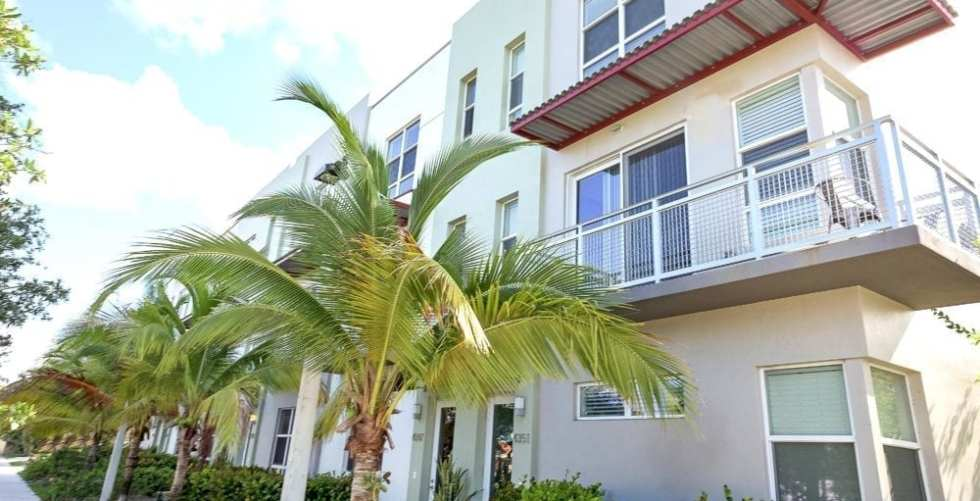 3-story Apartment Building Lined Up With Palm Trees