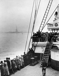 Immigrants approaching Statue of Liberty. Photo by Edwin Levick, Source: Wikimedia Commons.