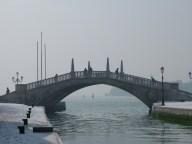 Bridge with snow and mist, Venice © Henry Hyde