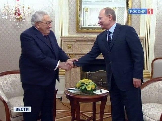 Putin-Kissinger-Masonic_Handshake.jpg