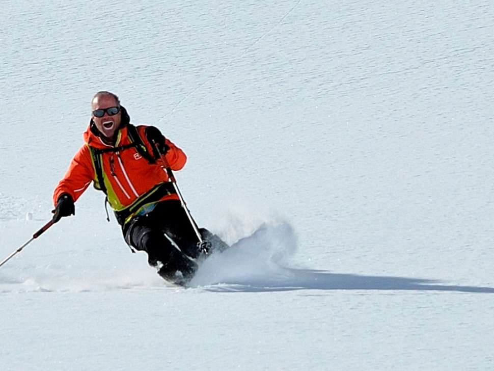 Henry finishing off a day off-piste tour! JC Souillac photo