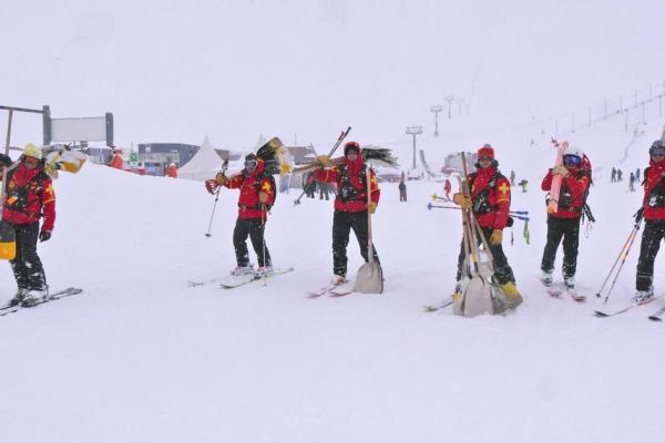 piste patrol rescue Tignes Avalanche