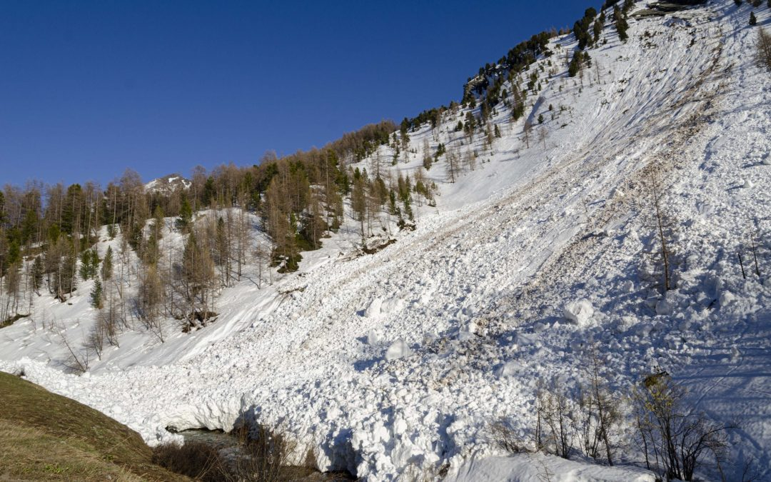 DANGER OF natural wet snow avalanches CURRENTLY in the Alps