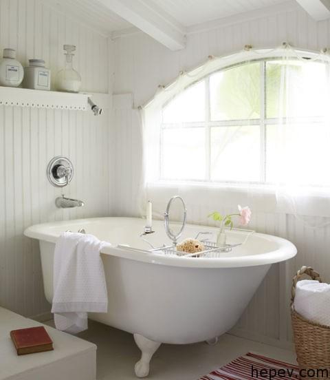 ahsap-kaplama-banyo-beyaz-kuvet