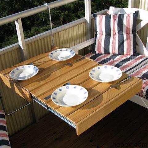 Küçük balkon masası