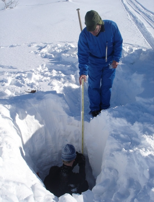 Photo 1. Snow water equivalent measurement in Jämtland, Sweden. (photo by D. Gustafsson)