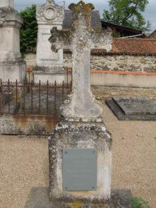 Frontenay-sur-Dive, cimetière, sépulture des époux CORVAL