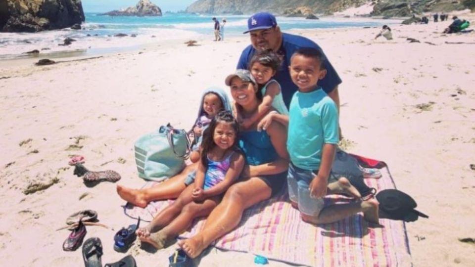 Los papás de la familia Macías pudieron haberse contagiado durante un viaje, dijeron familiares. Foto: Especial