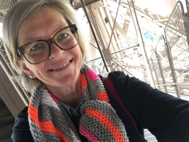 Abstieg durch das Gerüst des Eiffelturms