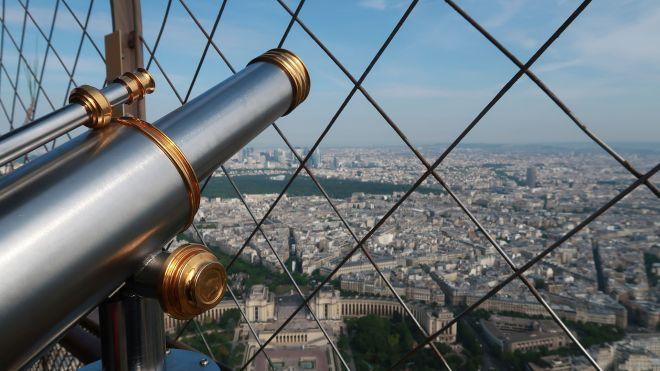 Fernglas auf dem Eiffelturm