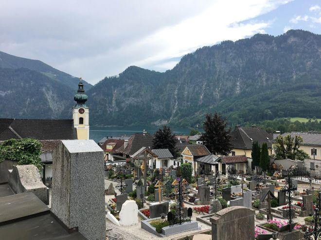 Kirche und Friedhof von Unterach