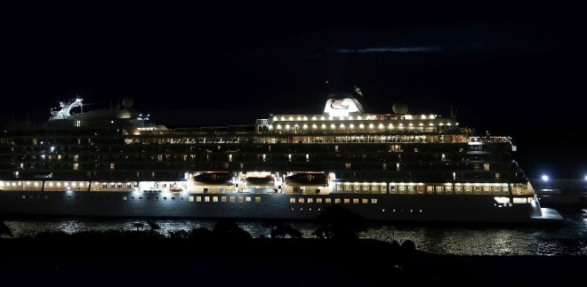 Viking Sky bei Nacht in Monaco