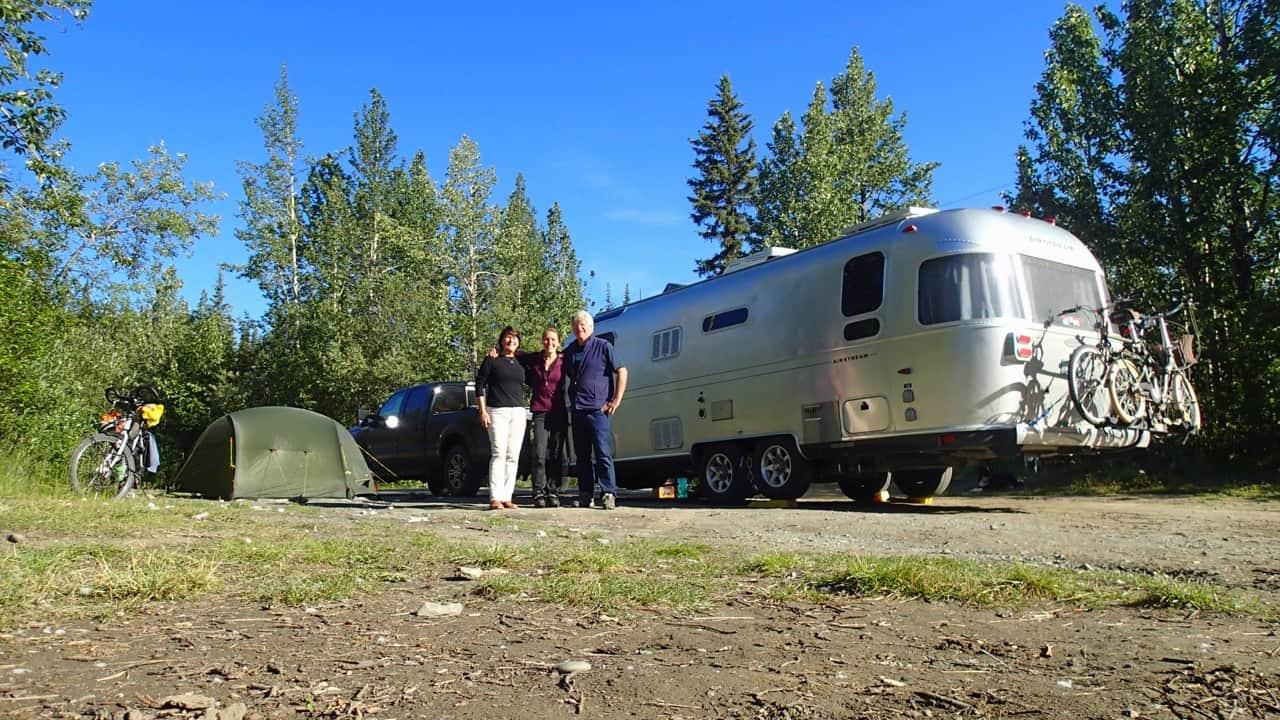 Met Linda en Jim kamperen met Airstreamer en tent