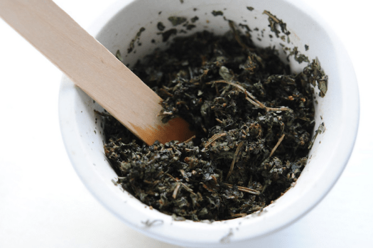 How To Make A Poultice with dried and fresh herbs