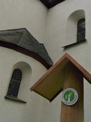 Das Pestfenster der Pfarrkirche St. Cyriakus ist eine Geschichte für die Lauschpöhle.