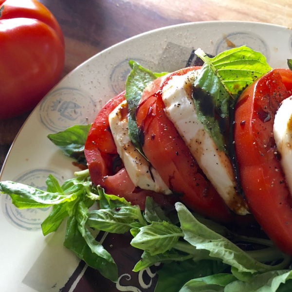 Recipe for Classic Caprese Salad with Balsamic Glaze